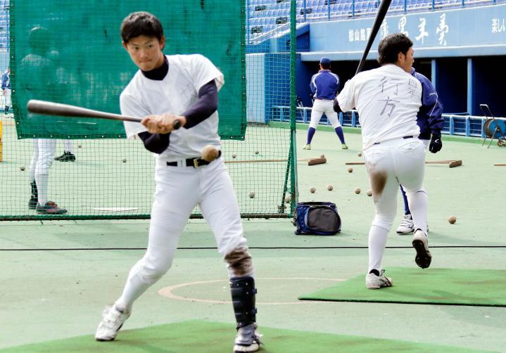 駒大野球部が松山でキャンプ  ...