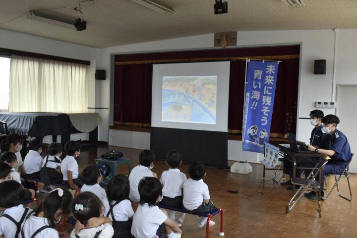 新居浜海保が園児に出前授業 75人が海の大切さ学ぶ 行楽シーズンを前に