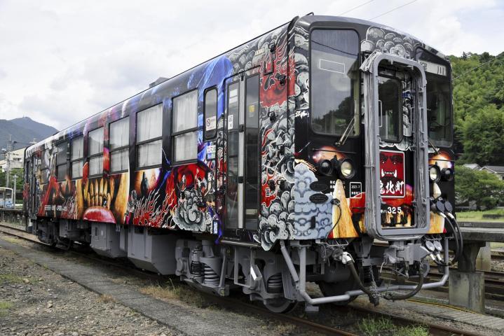 個性的なラッピング列車、予土線に集結 10月9日、10日 沿線の活性化へ